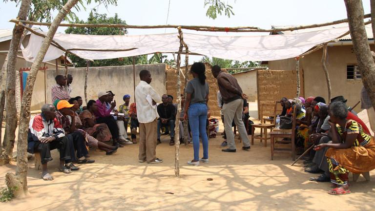 Dorfversammlung in Mybo