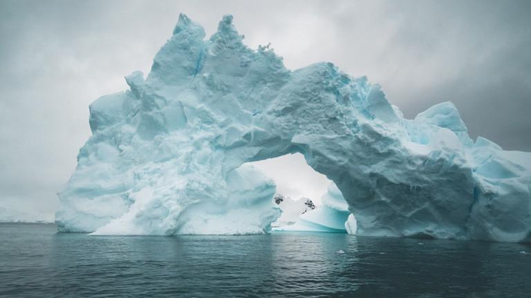 Eine Eisformation in der Antarktis.