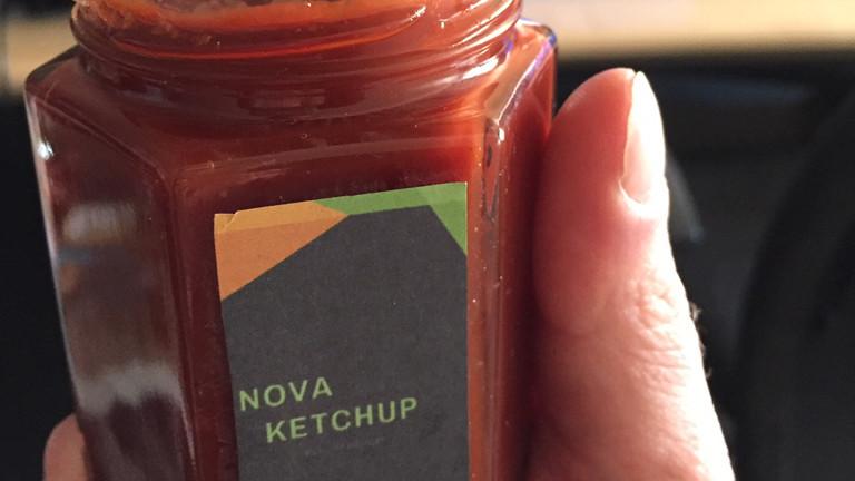 Glas mit selbst gemachtem Ketchup