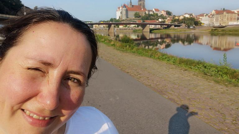 Deutschlandfunk-Nova-Reporterin Tina Howard macht Halt im sächsischen Weinort Diesbar-Seußlitz.