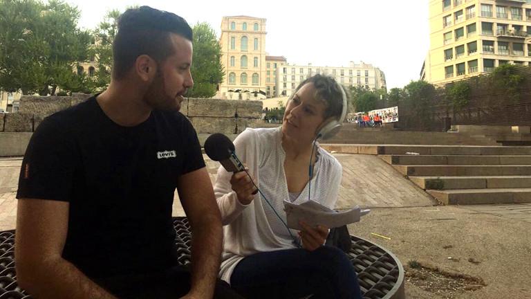 Le-Pen-Aktivist Enzo im Gespräch mit DRadio-Wissen-Reporterin Hanna Ender