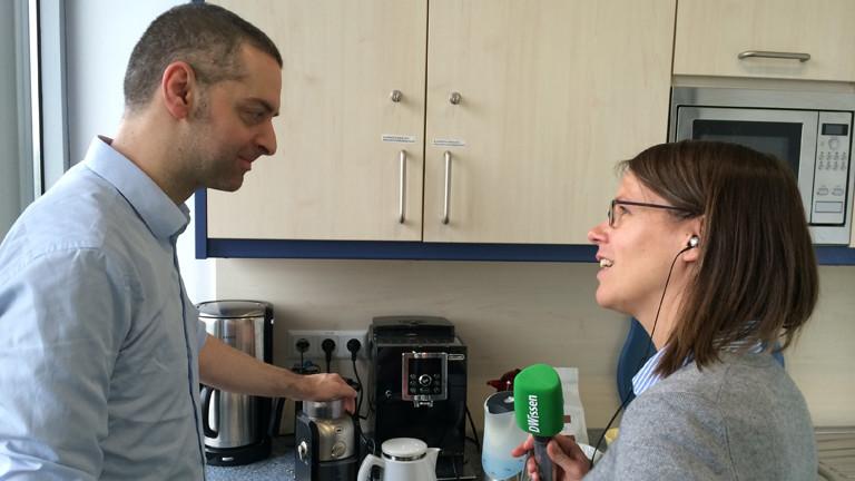 Kaffeeexperte Andreas Lau und Moderatorin Grit Eggerichs.