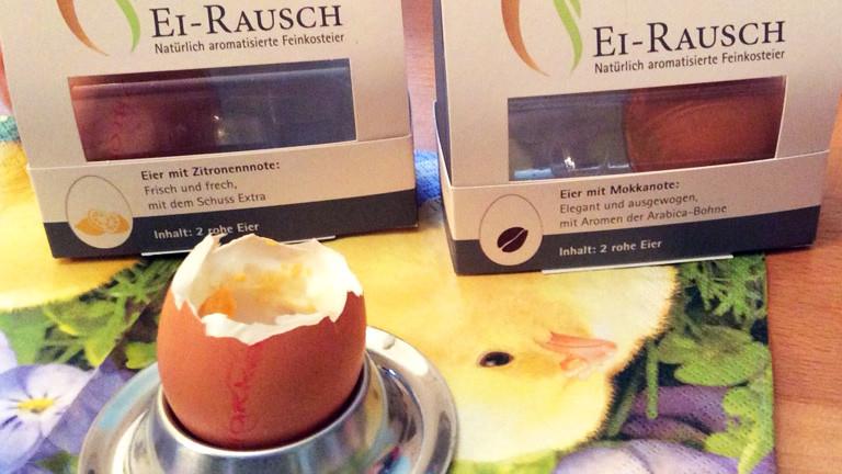 """Eine Packung """"Eier-Rausch"""" am Frühstückstisch."""