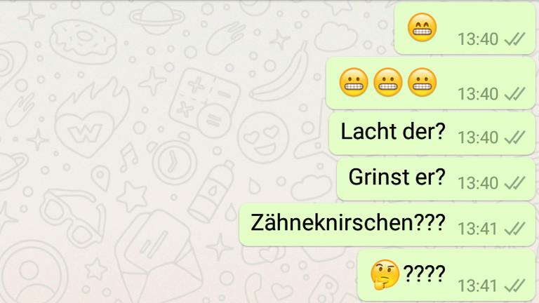 Ein Whatsapp Screenshot mit einem Emoji, der die Zähne zeigt.
