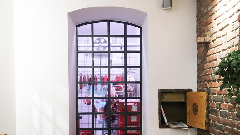 Fleischerei Friedrichs, Fenster zum Kühlraum