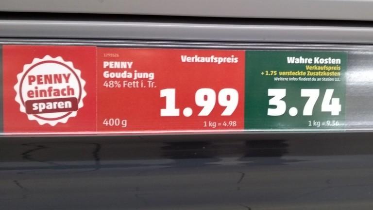 Preisauszeichnung bei Penny. Junger Gouda kostet 1,99 Euro. Die wahren Kosten würden bei 3,74 Euro liegen.