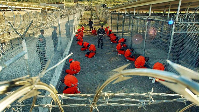 Häftlinge in Guantanamo 2002.