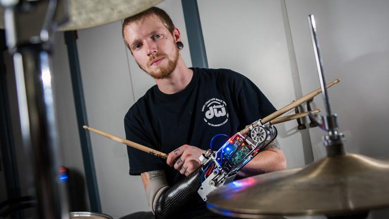 Jason Barnes mit Drum-Prothese