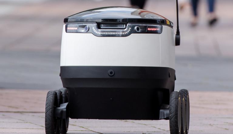 versand roboter mit sechs r dern liefern in hamburg f r hermes eure bestellungen aus dlf nova. Black Bedroom Furniture Sets. Home Design Ideas