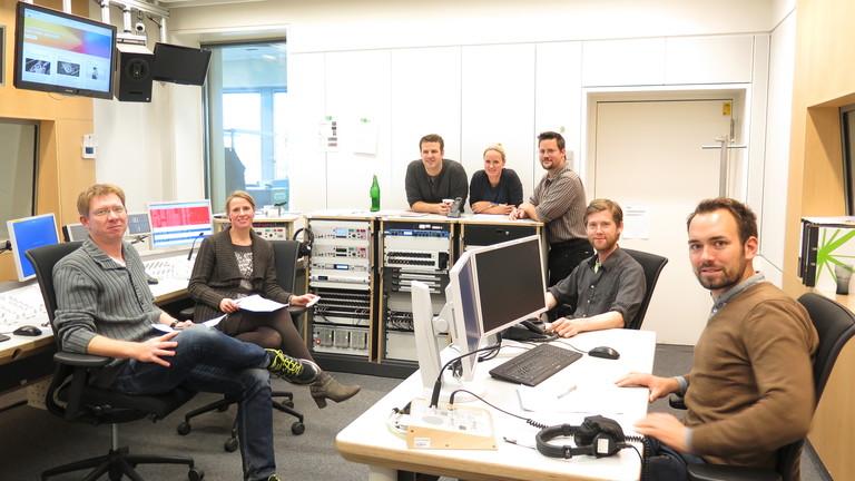 Graphic Recording der Redaktionssitzung. Moderatoren und Redakteure voller Vorfreude.