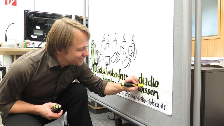 Martin Haussmann während des Graphic Recordings