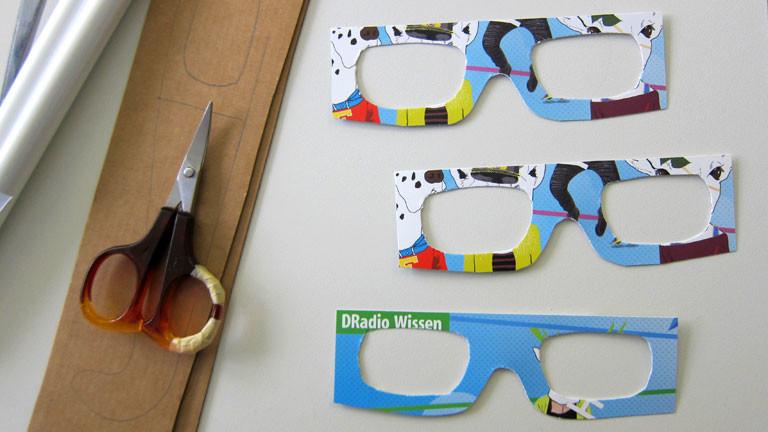 Schere, Pappe, Brillenvorlage mit DRadio Wisse-Logo