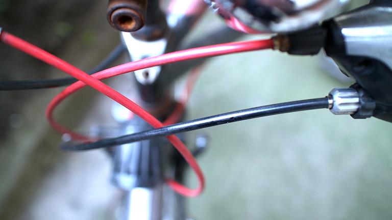 Bowdenzüge an einem Fahrrad