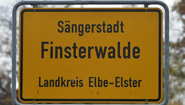 Das Ortseingangsschild von Finsterwalde (Brandenburg) aufgenommen am 23.10.2017. Foto: Bernd Settnik/dpa-Zentralbild/ZB