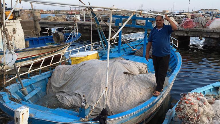 Fischer auf seinem Boot