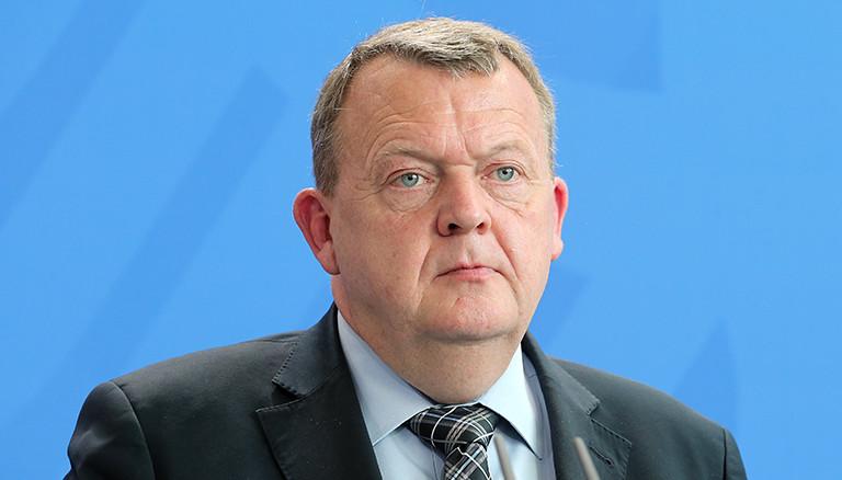 Der dänische Ministerpräsident Lars Lokke Rasmussen beantwortet im Bundeskanzleramt Fragen von Journalisten, nachdem er von der Bundeskanzlerin zu einem Gespräch mit anschließender Pressekonferenz empfangen wurde. Foto: Wolfgang Kumm/dpa