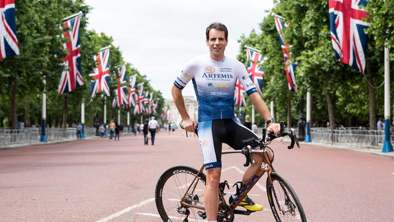 Mark Beaumont auf seinem Rennrad