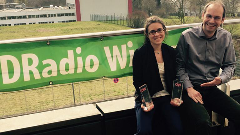 Stephanie Doetzer und Redakteur Wolfgang Schiller mit den CNN Journalist Awards