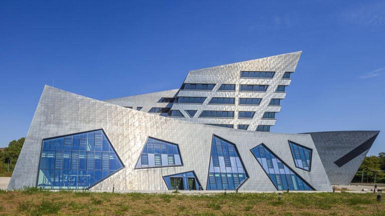 Zentralgebäude der Uni Lüneburg entworfen vom Architekten Daniel Libeskind.
