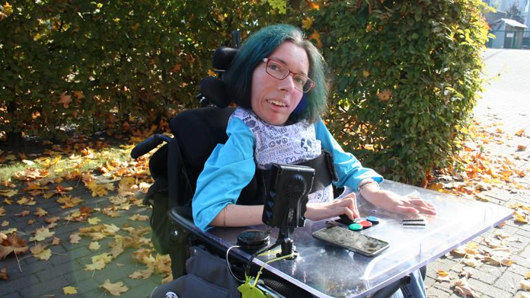 Melanie Eilert päsentiert Gamecontroller