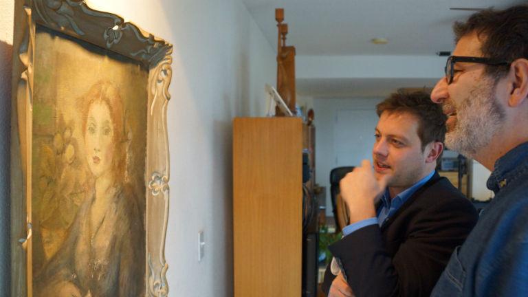 Journalist Christian Salewski mit Stephen Engelberg vor der zweiten Version des Bildes