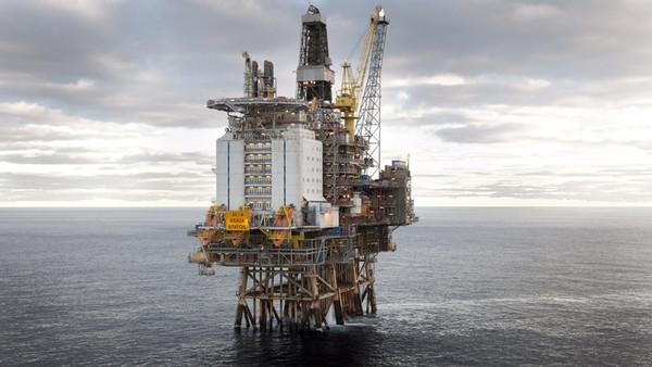 Undatierte Aufnahme zeigt die von Staoil betrieben Brage-Plattform in der Nordsee. Der größte deutsche Erdölproduzent Wintershall sichert sich Beteiligungen an drei norwegischen Nordsee-Feldern.