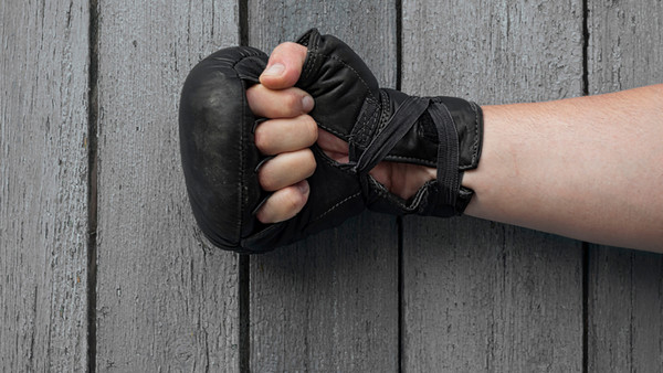 Faust im Boxhandschuh