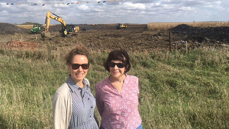 Hanna Ender mit Pipeline Anwohnerin in Iowa