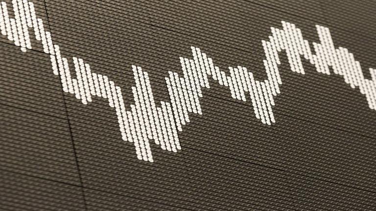 Aktienindex an der großen Tafel der Frankfurter Börse.