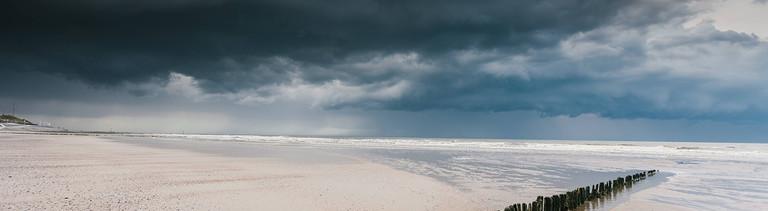 Dunkle Wolken an der Nordseeküste