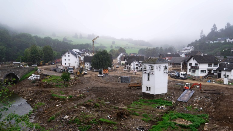 In Schuld an der Ahr liegen große Flächen brach, auf denen vor der Flutkatastrophe Häuser standen.