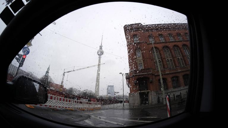 Regen am Alexanderplatz in Berlin