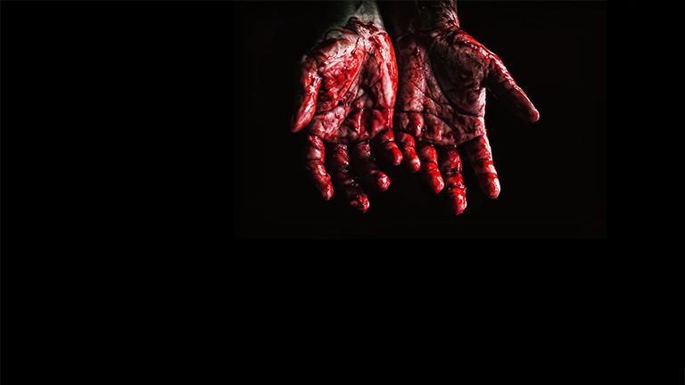 Blutige innere Handflächen