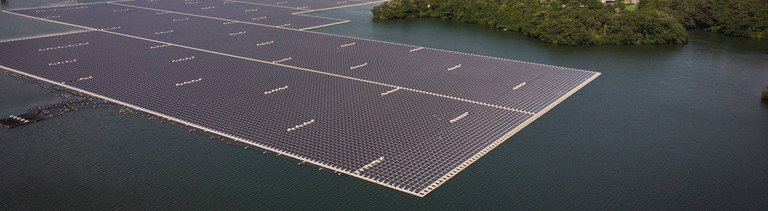 Schwimmende Solarfelder in Ichihara , Japan