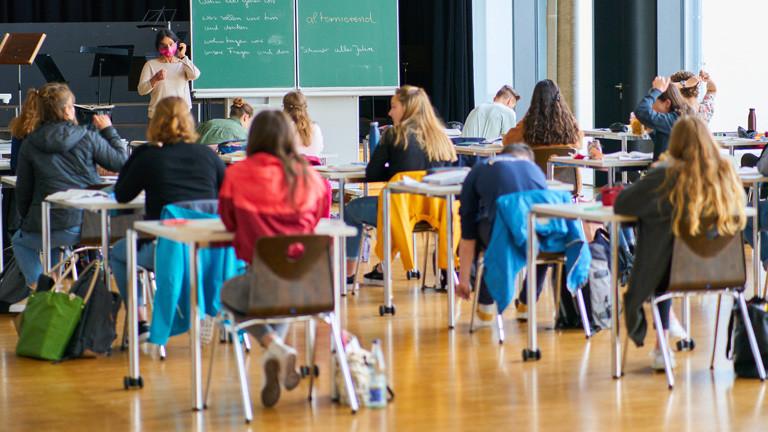 Schüler in einem Klassenzimmer.