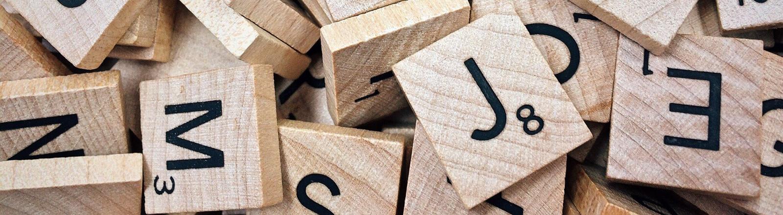 Steinchen vom Scrabble-Spiel