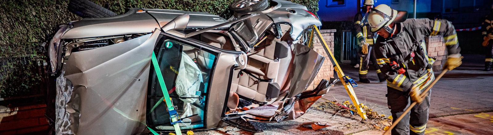 Unfallwagen nach Autorennen.
