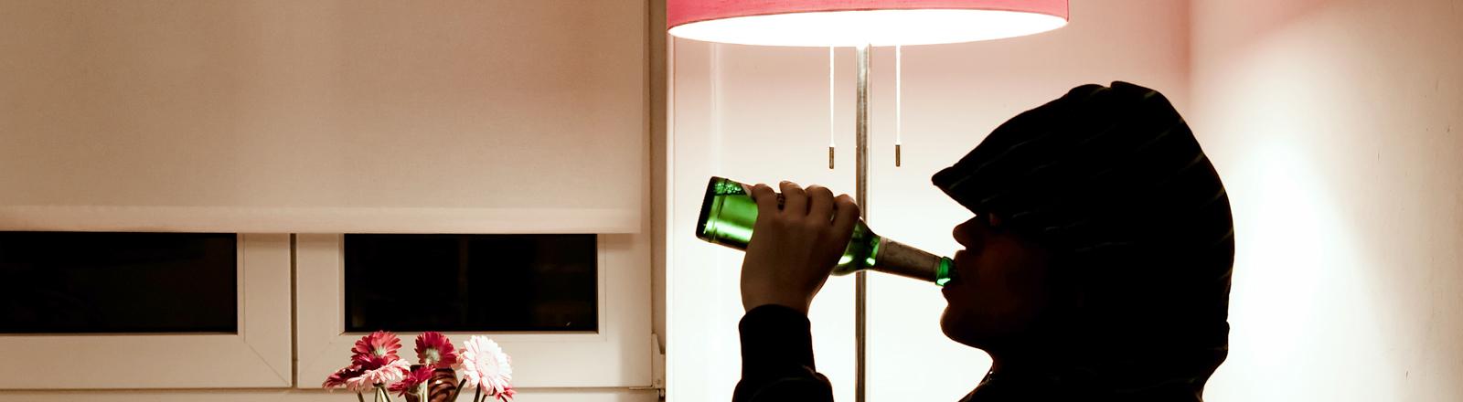 Mann trinkt Bier