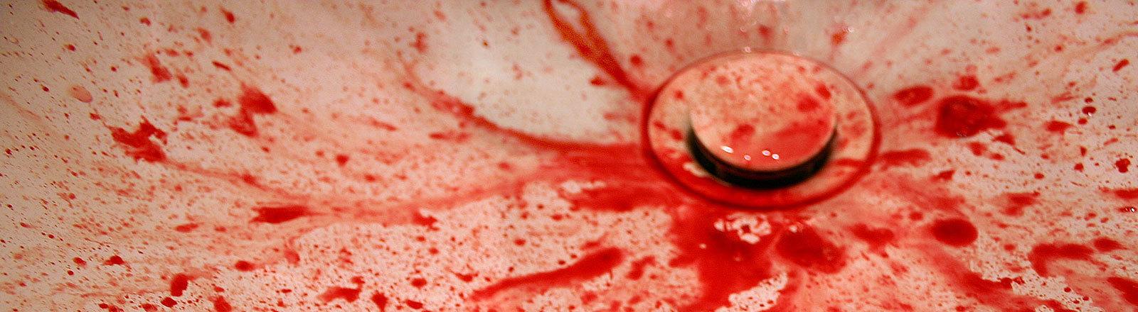 Blutspuren in der Badewanne