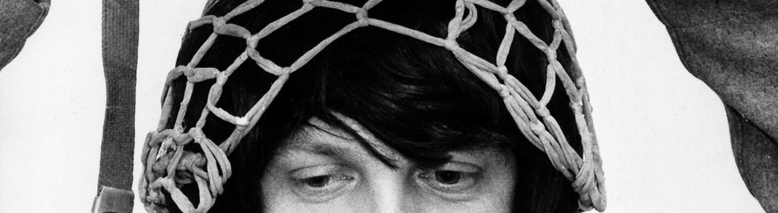 Deutscher Soldat mit Haarnetz