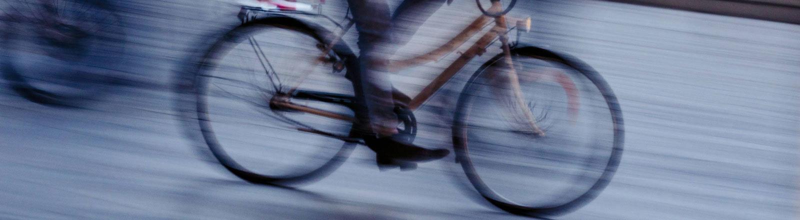 Ein Radfahrer.