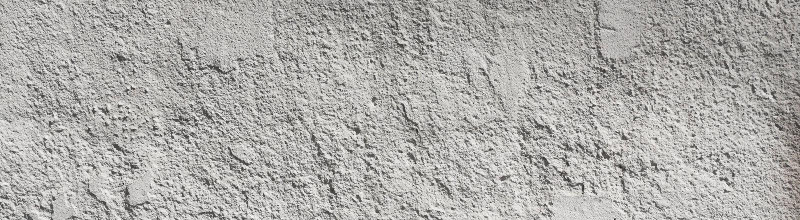 Eine mit Gips verputzte Wand.