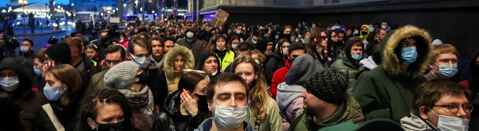 Unterstützer des Regierungskritikers Alexei Nawalny protestieren.