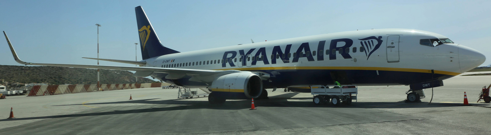 Flugzeug von Ryan Air auf einem Flugfeld