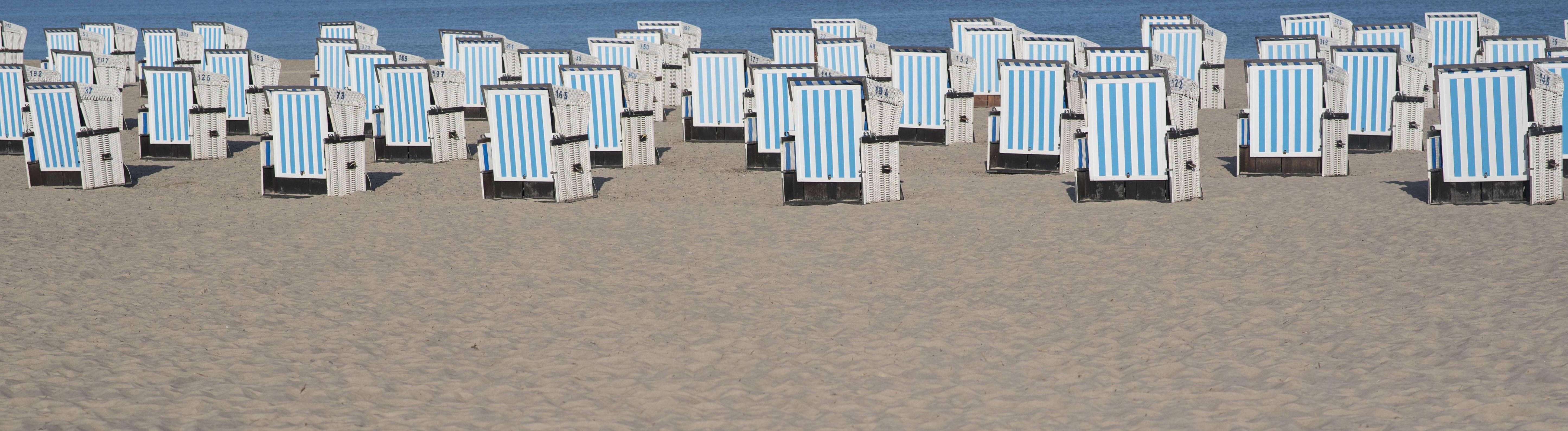 Strandkörbe in Warnemünde an der Ostsee, Mecklenburg Vorpommern