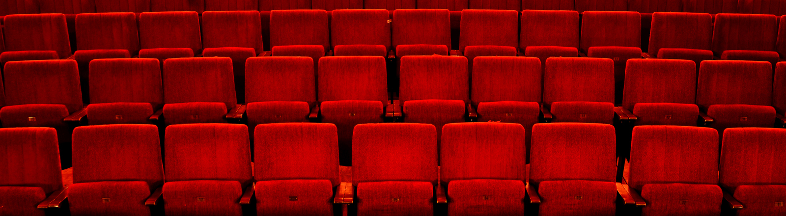 Leerer Kinosaal.