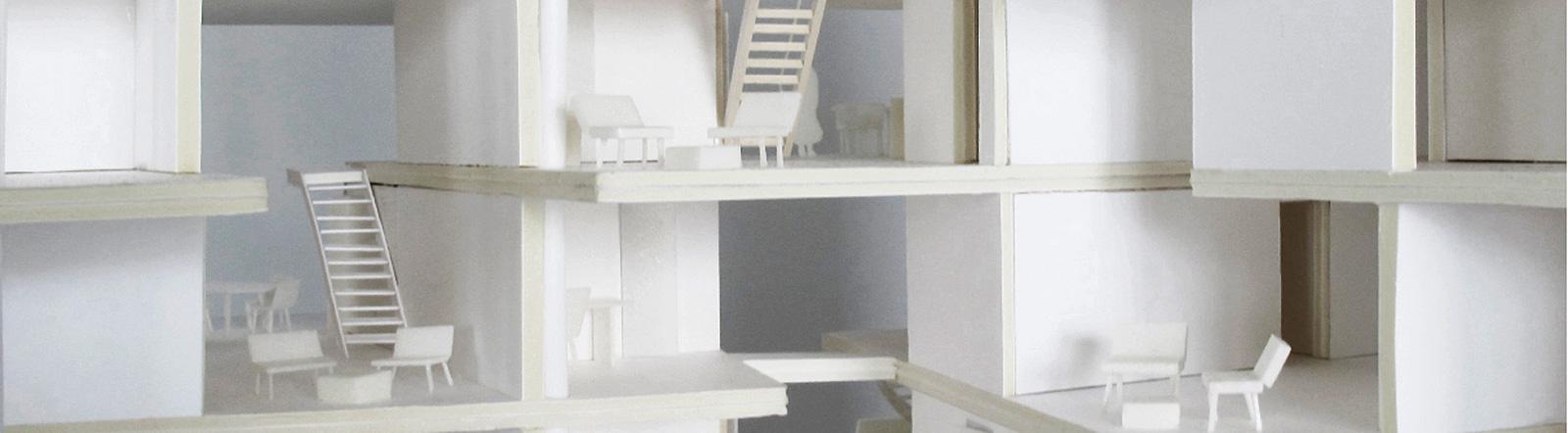 Modell eines Hauses mit vielen Ebenen.