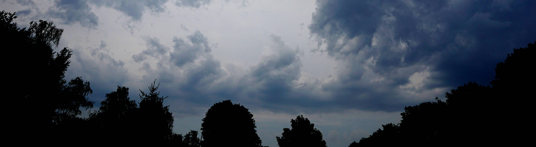 Ende der Hitzewelle im Juli des Jahres 2019 Nachdem das Hochdruckgebiet Yvonne sich zunehmend nach Skandinavien verlagert, trifft das Tiefdruckgebiet Vincent ein und bringt kühle und feuchte Luftmassen, das hier mit kräftiger Wolkenbildung zu sehen ist und die Rekordhitze beendet.