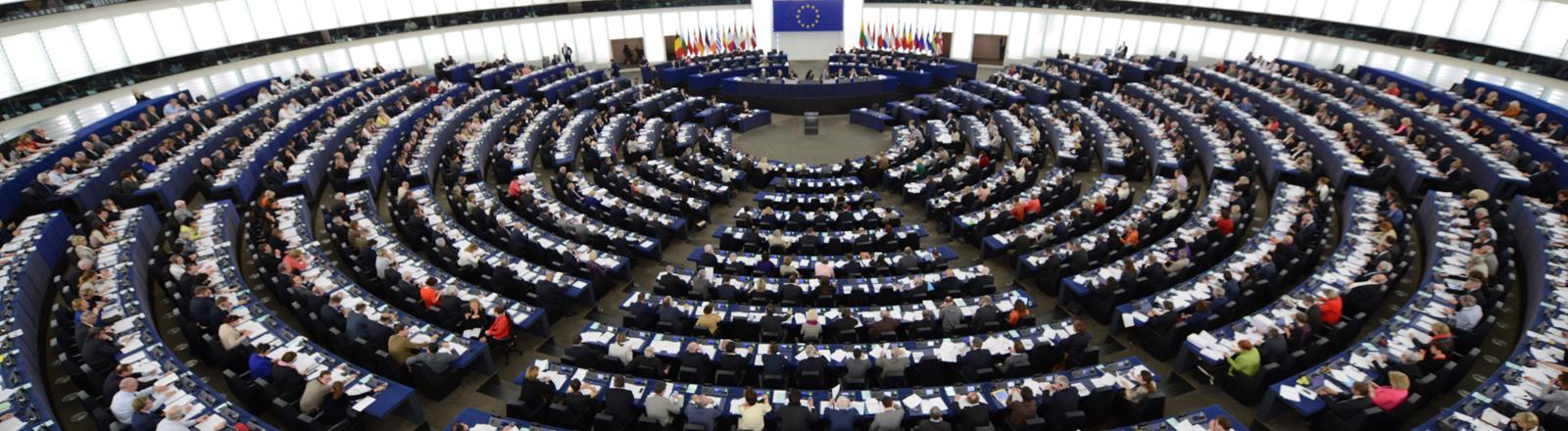 Eine Massenveranstaltung - die Plenarsitzung des Europäischen Parlaments in Straßbourg am 15.04.2014.