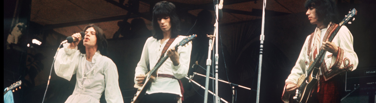 The Rolling Stones: Mick Jagger, Keith Richards, Charlie Watts und Bill Wyman während ihres Auftritts auf der Bühne im Londoner Hyde Park am 7. Juli 1969.